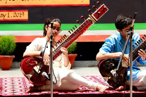 Lotus Valley Schule 7 Sitar-Konzert 1