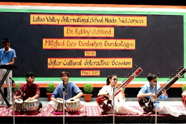 Lotus Valley Schule 8 Sitar-Konzert 2